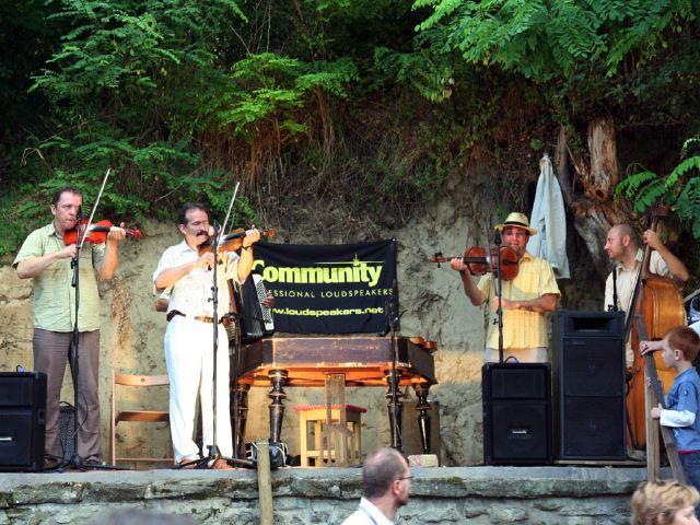 Koncert Kapolcson a Kobuci Kert Vendéglőben