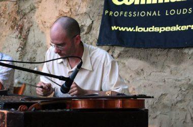 Koncert Kapolcson a Kobuci Kert Vendéglőben - l11_n