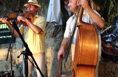 Koncert Kapolcson a Kobuci Kert Vendéglőben - l12_n