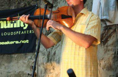 Koncert Kapolcson a Kobuci Kert Vendéglőben - l15_n