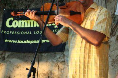 Koncert Kapolcson a Kobuci Kert Vendéglőben - l3_n