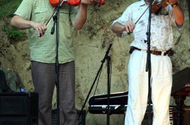 Koncert Kapolcson a Kobuci Kert Vendéglőben - l7_n